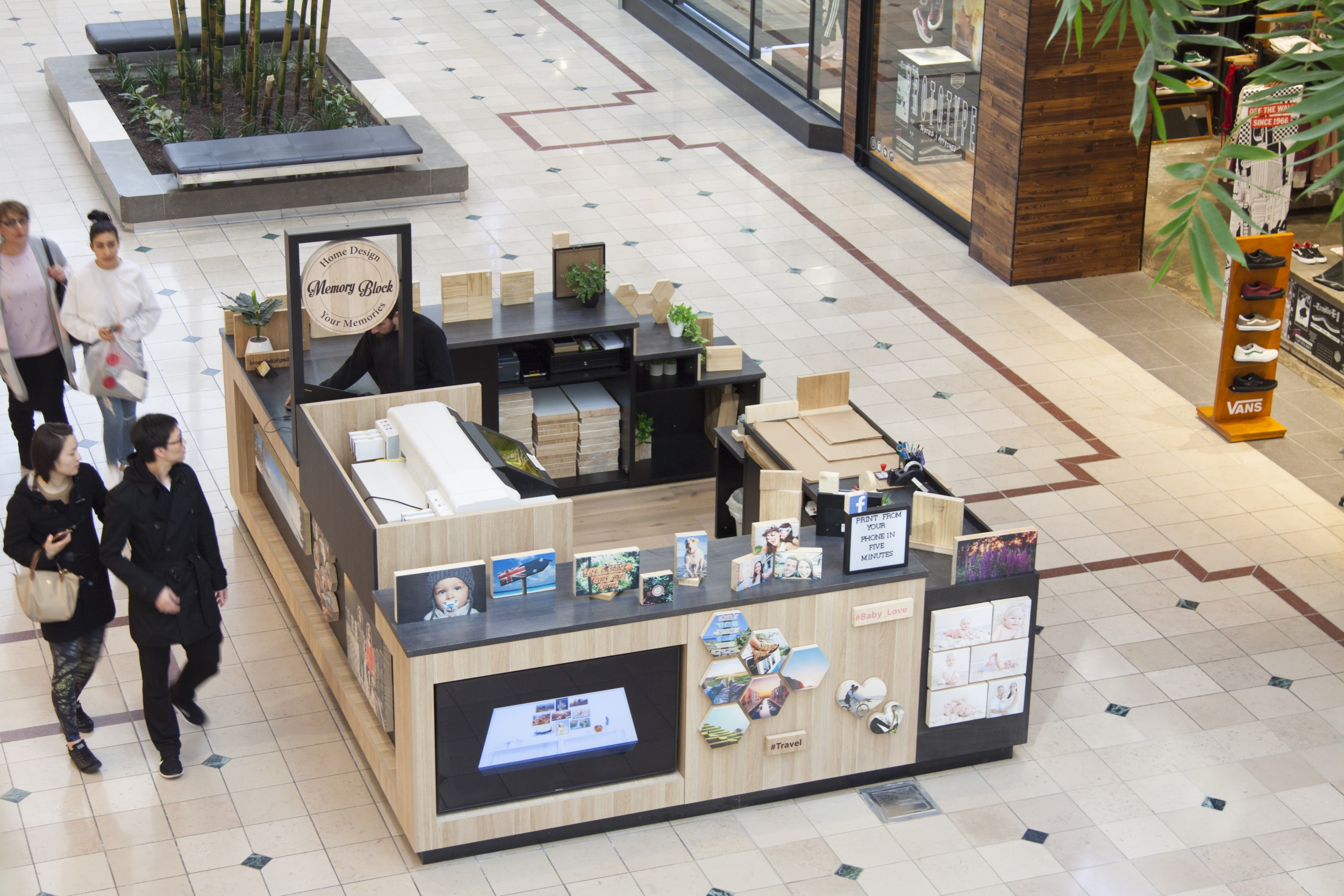 Memory block retail kiosk design and build at chadstone shopping centre